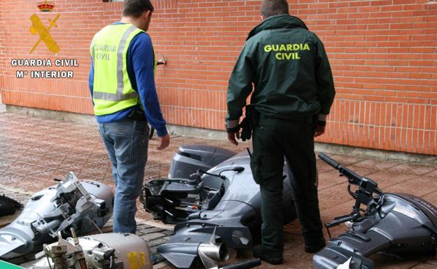 Motores intervenidos por la Guardia Civil.