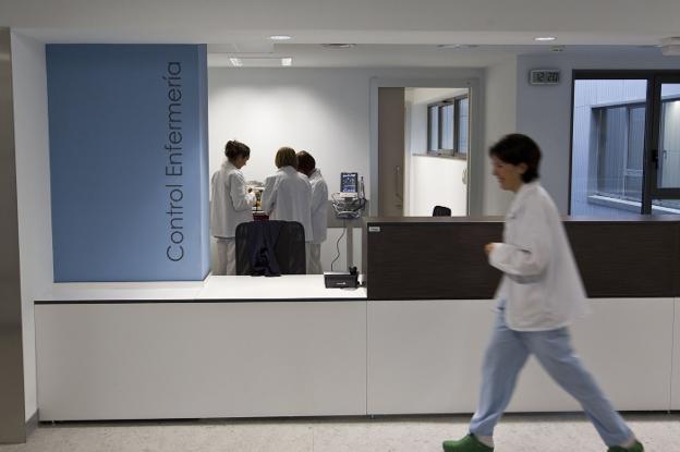Personal de enfermería, en una de las torres del nuevo Valdecilla