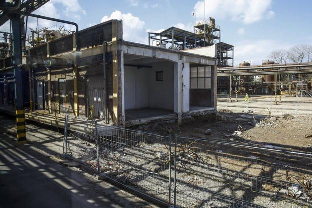 Aspecto inicial del terreno donde Bondalti levanta su nueva planta de cloro en Barreda./Luis Palomeque