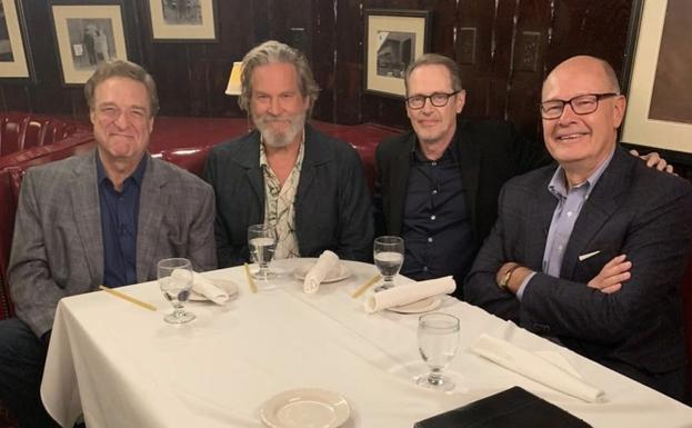John Goodman, Jeff Bridges, Steve Buscemi y el periodista Harry Smith./today show