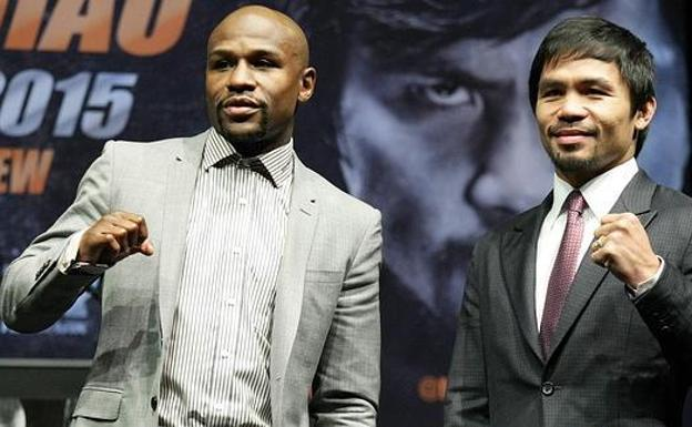 Manny Pacquiao (d) y Floyd Mayweather.